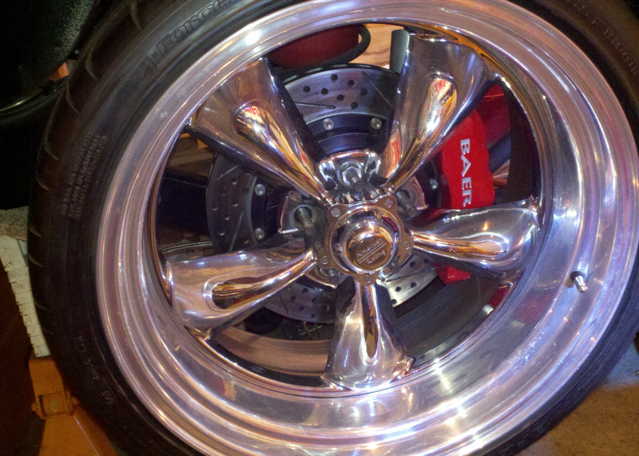 The 6P caliper and the big rotor looks much more aggressive with the 20 inch rim.